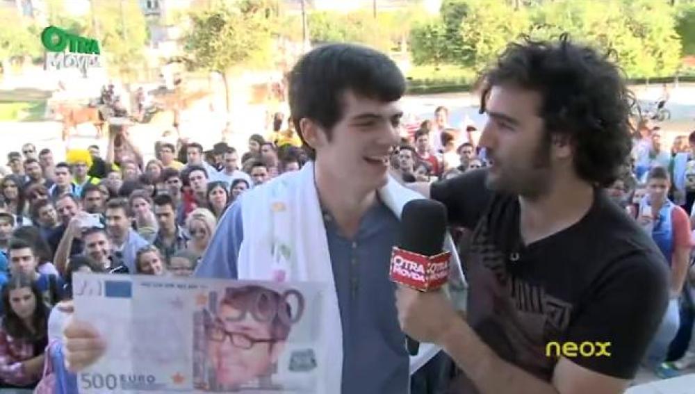 Raúl regala 500€ en Sevilla