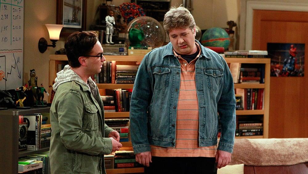 Leonard recibe la visita de un antiguo compañero