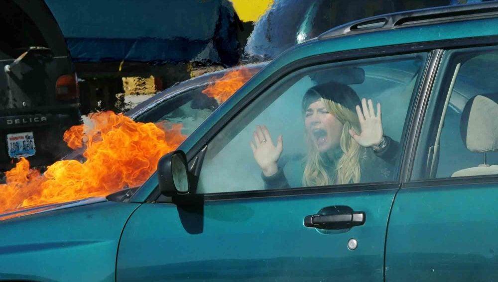 Cassie atrapada en el coche