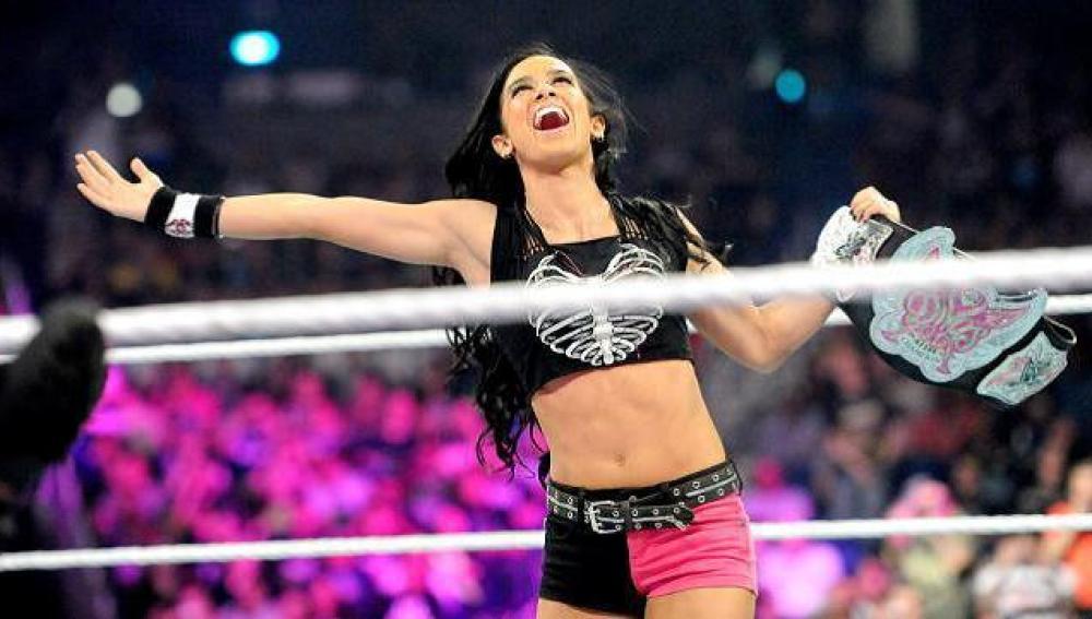 La reina de las Divas, AJ Lee, pone en juego su título contra Paige