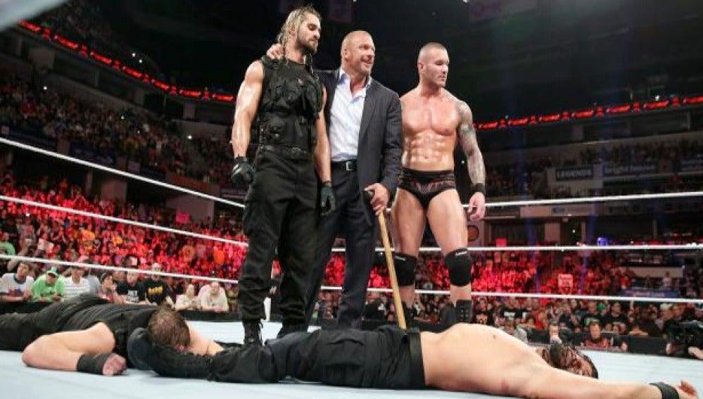 Seth Rollins traiciona a the Shield y se une a Evolution