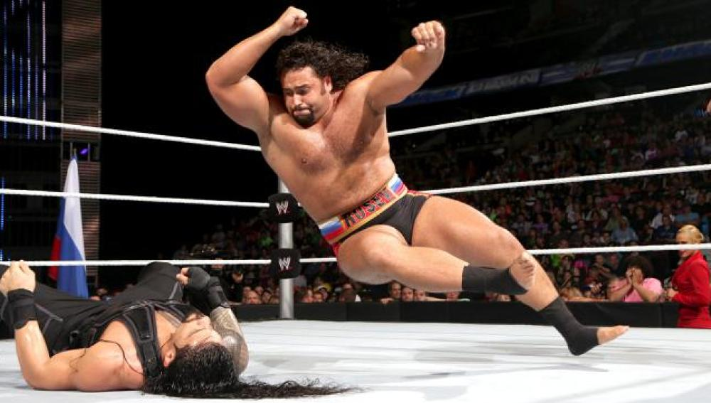 Superman Roman Reings, se enfrenta a Rusev
