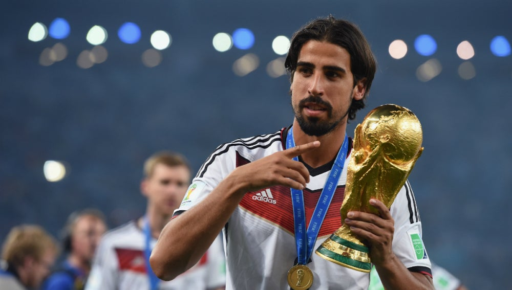 Sami Khedira, con la copa del Mundial