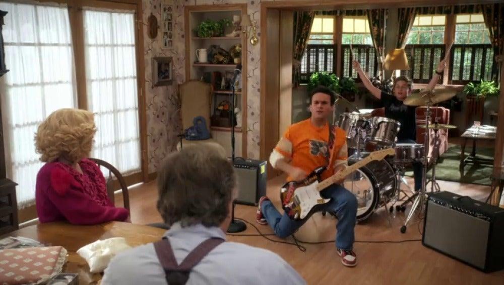 Frame 36.219257 de: Adam y Barry se hacen rockeros