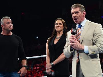 Shane se queda con 'SmackDown' y Steph con 'Raw'