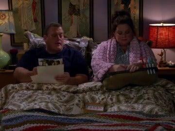 Frame 20.869331 de: Mike y Molly no se ponen de acuerdo para agradecer los regalos