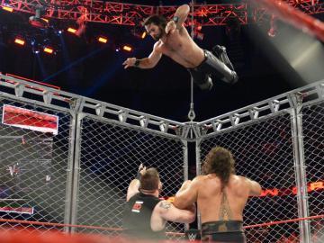 Reing se impone a Owens en la jaula de acero, en Raw