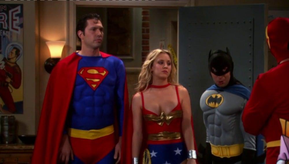 Frame 75.759074 de: Los chicos de la 'Liga de la Justicia' ganan el concurso de disfraces de Nochevieja