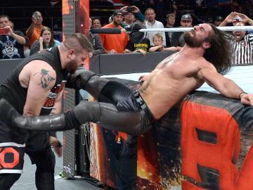 Rollins, destrozado, derrota a Kevin Owens y Chris Jericho en en 'Raw'