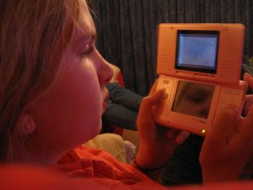 Jugadora con su Nintendo DS