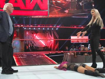 Se rompe la relación entre Charlotte Flair y su padre Ric Flair en 'Raw'