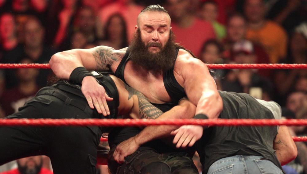 Goldberg y Reigns destrozan a Strowman en 'Raw'