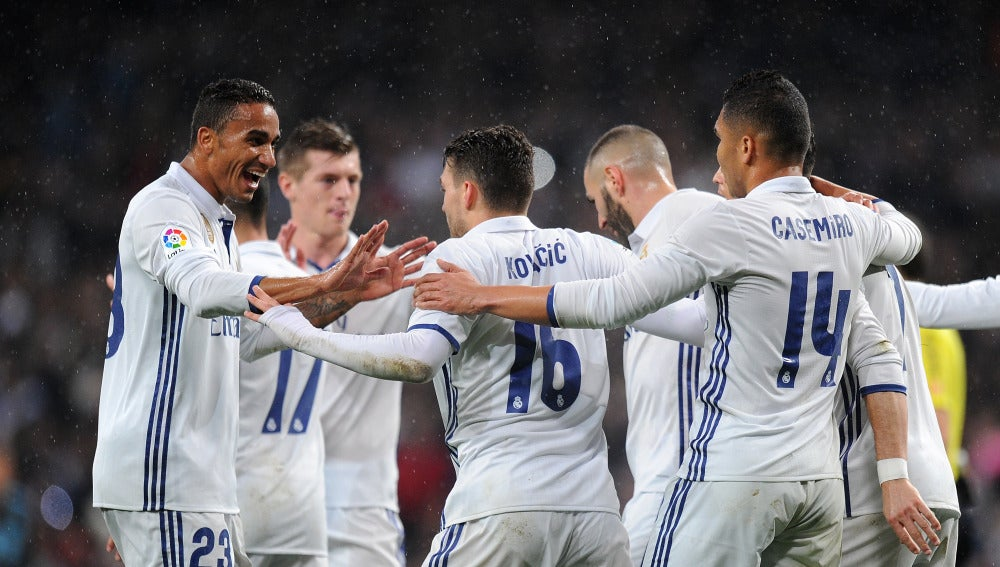 El Real Madrid celebra uno de sus goles ante la Real Sociedad