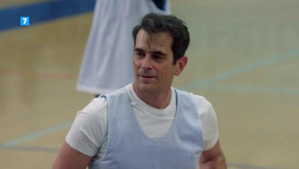 Frame 4.737086 de: El partido de baloncesto más decisivo en la vida de Phil