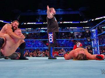 John Cena y AJ Styles derrotan a Rusev y Kevin Owens