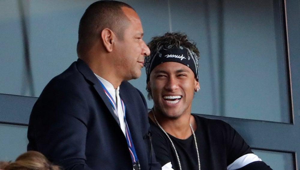 Neymar junto a su padre