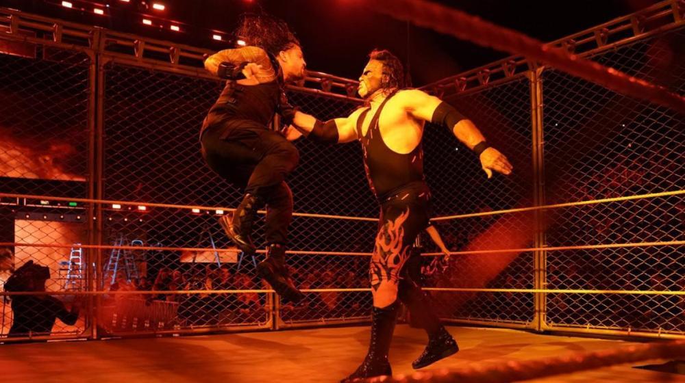 Kane regresa en Monday Night Raw