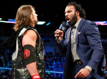 Jinder Mahal reta a Brock Lesnar en 'SmackDown Live'