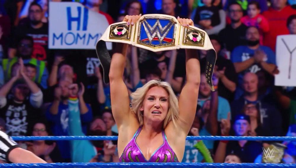 Charlotte se proclama nueva campeona femenina de Smackdown