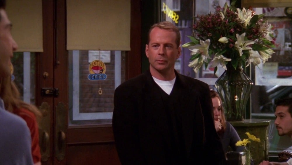 El padre de Elizabeth es Bruce Willis