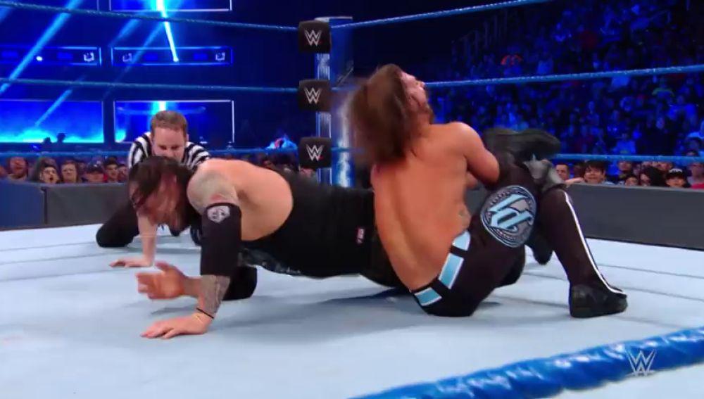 AJ Styles se impone a Baron Corbin
