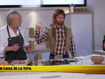 Chuck Norris hace llorar a la cebolla