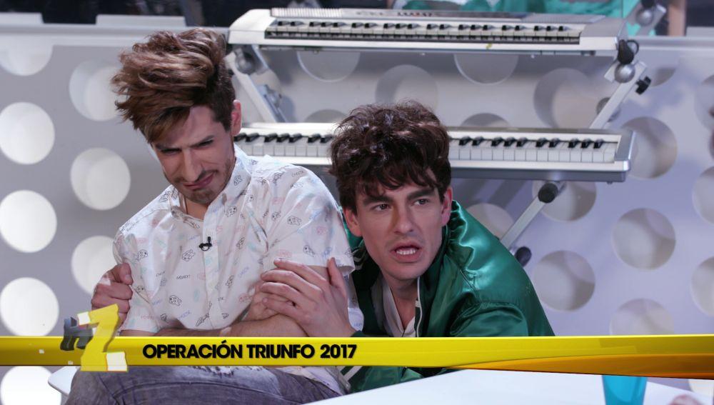 Javier Calvo sale en la tele sin despeinar