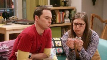 Sheldon y Amy reciben el regalo 'perfecto' de Leonard y Penny