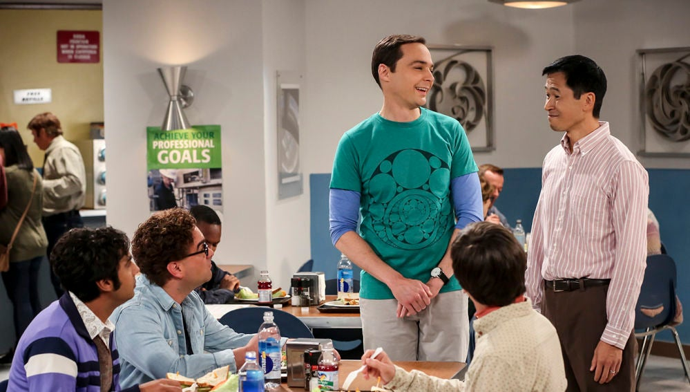 Sheldon presenta a Tam