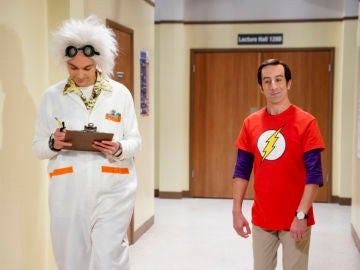 Howard Wolowitz se disfraza de Sheldon Cooper por Halloween en 'The Big Bang Theory'