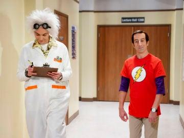 Howard Wolowitz se disfraza de Sheldon Cooper por Halloween en 'The Big Bang Theory'