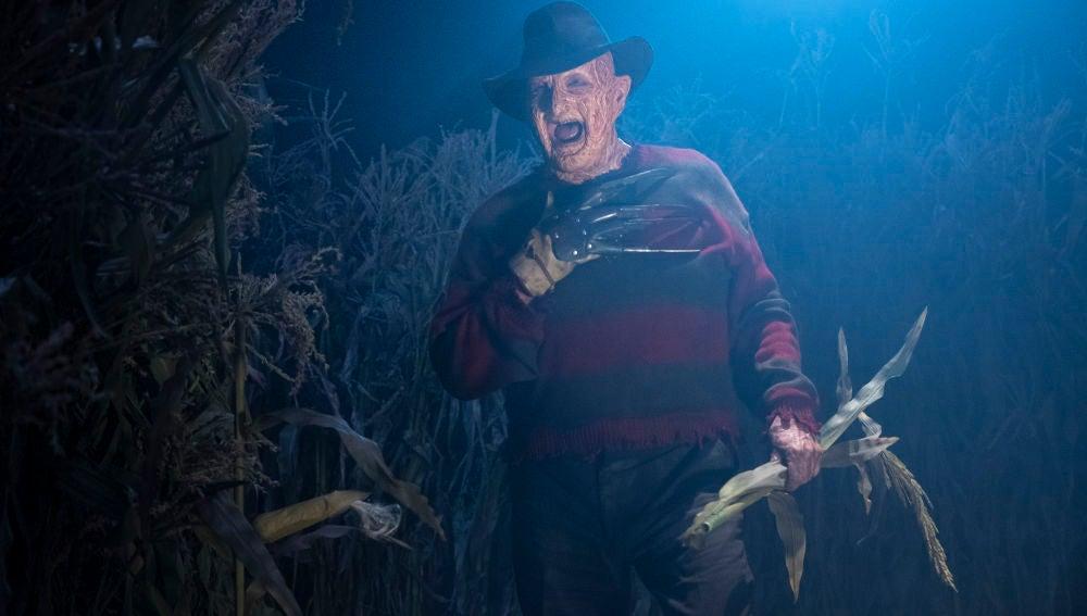 Freddy Krueger se mete en la pesadilla de Beverly en la noche de Halloween