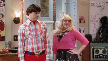 Sheldon y Amy se la devuelven a Howard y Bernadette con sus disfraces