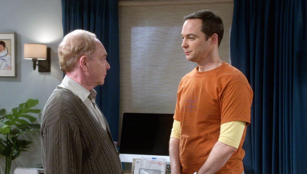 Howard quiere quitarle el suegro a Sheldon