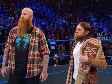 Daniel Bryan presenta al WWE Universe el nuevo cinturón de campeón