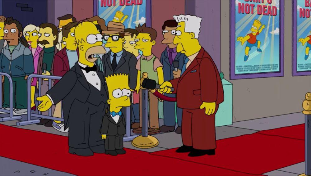 Homer obliga a Bart a estrenar una película basada en una enorme mentira