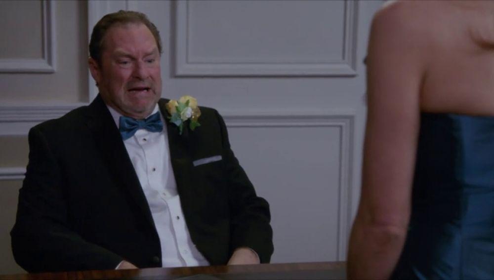 El padre de Charles duda sobre si casarse con la madre de Gina