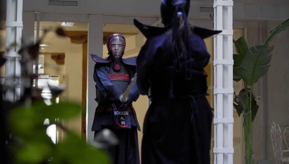 Sara y Natalia descubren el arte del kendo
