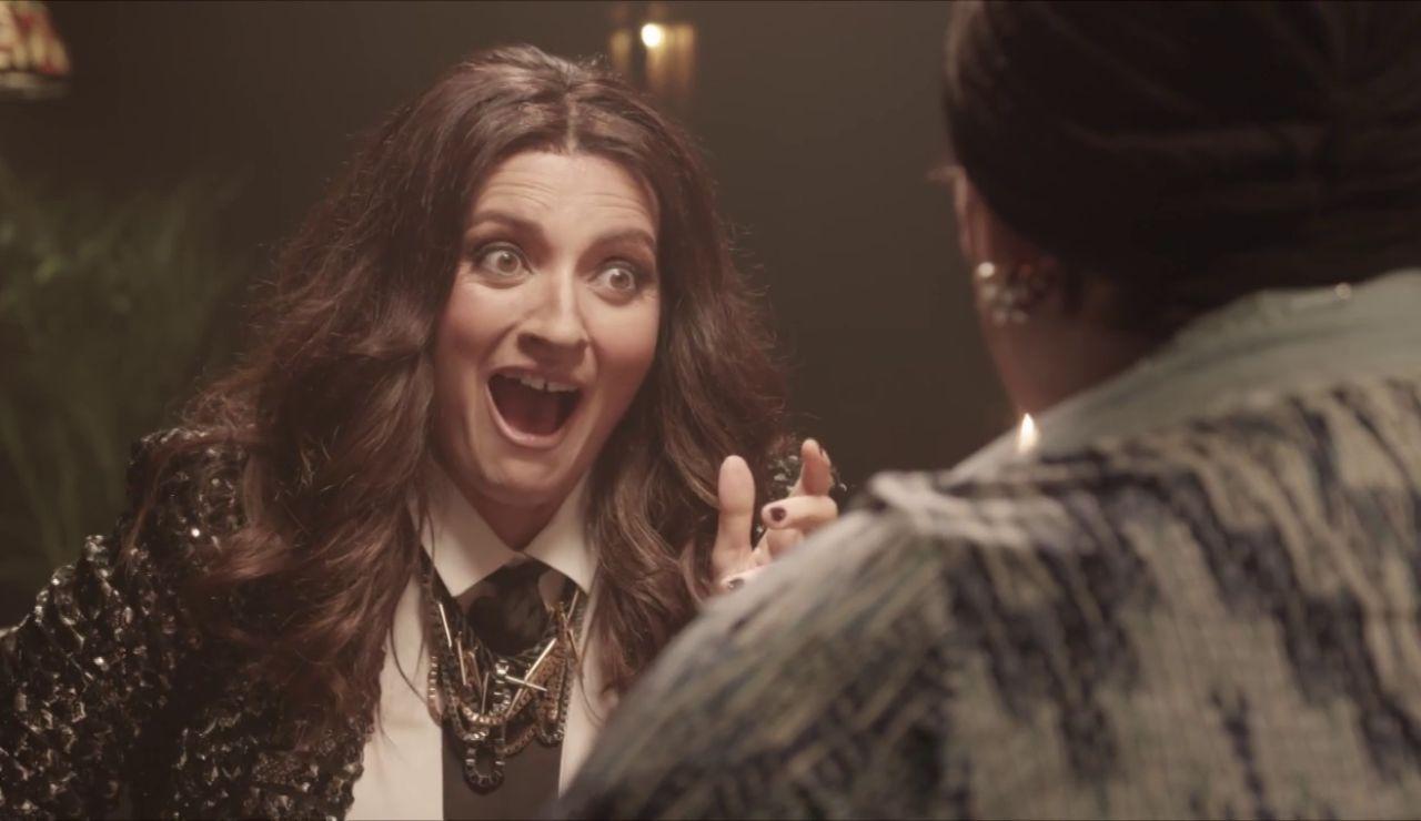 ¿Qué le depara el futuro a Laura Pausini? Paca La Piraña le echa las cartas en '¡Pum! A freír leches 2020'
