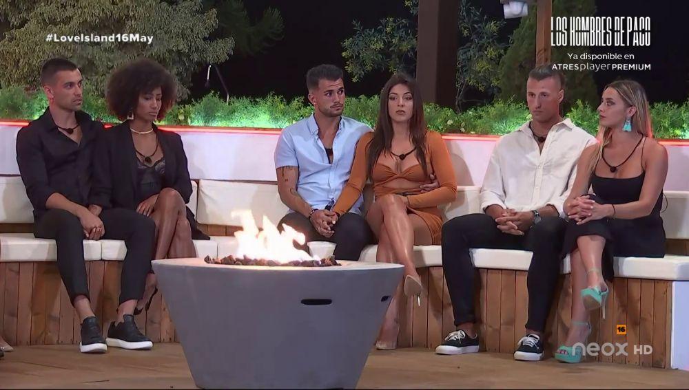 Cristina Pedroche desvela los nombres de las parejas que se salvan de la expulsión