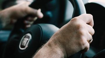 La peligrosa práctica al volante que se ha convertido en un grave problema en Japón