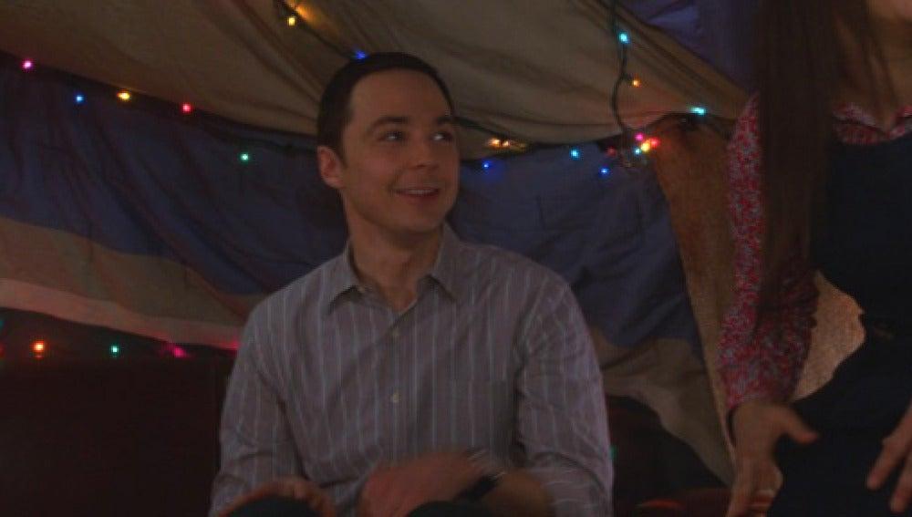 Sheldon y Amy montan un fuerte en el salón