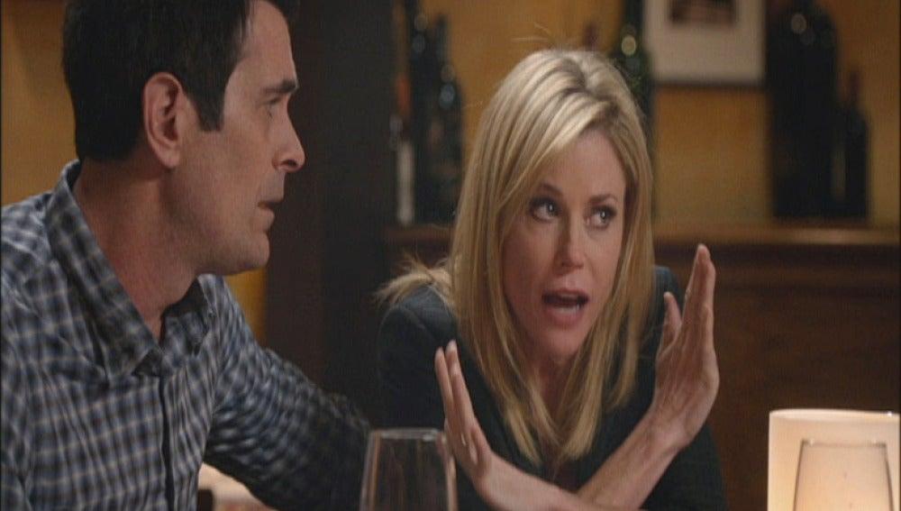 Claire ofrece su óvulo a Mitchell y Cam