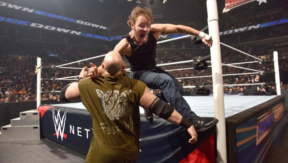 Ambrose pasa por encima de Rowan