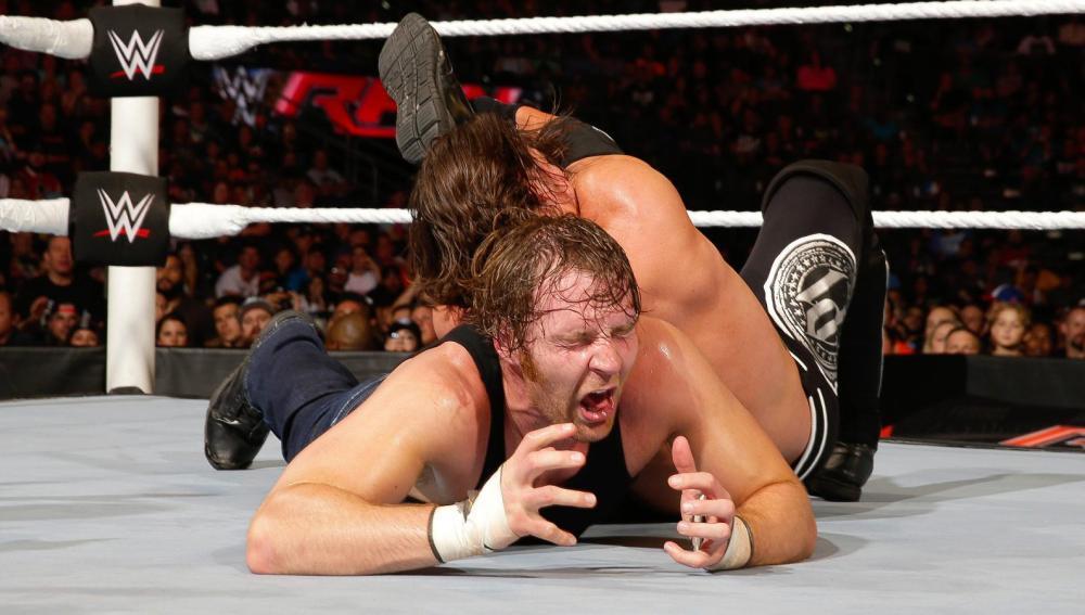 Combate entre Dean Ambrose y AJ Styles en 'Raw'