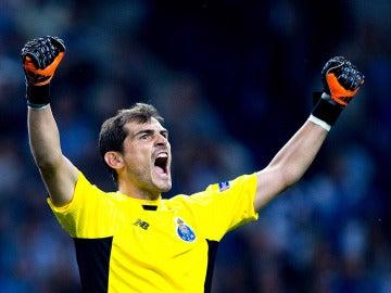 Iker Casillas, eufórico con el Oporto.
