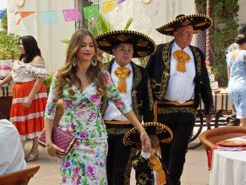 Jay y Gloria se van a México de boda
