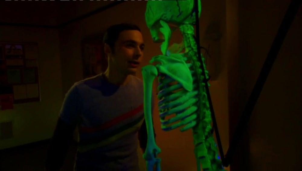 Frame 93.956813 de: El susto final que Sheldon no se espera