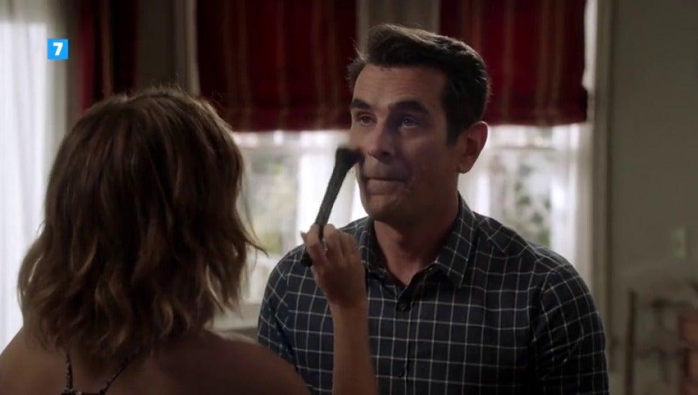 Frame 17.05915 de: Phil, decidido a cuidarse más, pide ayuda a Haley
