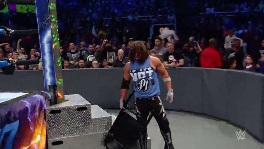 Frame 57.026666 de: Ziggler y Corbin contra AJ Styles en una triple amenaza por el campeonato de la WWE